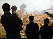 """Moskau/Russische Foederation, RUS, 10.05.2008: Kinder betrachtet ein drei dimensionales Diorama welches die Schlacht um Kursk waehrend des 2. Weltkriegs darstellt. Das ganze im Museum des Grossen Vaterlaendischen Krieges in Moskau. Das Museum befindet sich auf dem Berg """"Poklonnaja Gora"""". Verbunden damit ist der sogenannte Siegespark mit einer offenen Darstellung von militaerischen Fahrzeugen, Flugzeugen und Kanonen...Moscow/Russian Federation, RUS, 10.05.2008: Children viewing a three-dimensional model (diorama) about the Kursk battle during the Second World War at the Museum of the Great Patriotic War in Moscow at Poklonnaya Gora (Bowing Hill). Featured is the Victory Park with an open display of military vehicles, aircraft, cannons and the Central Museum building of the Great Patriotic War."""