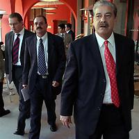 Queretaro, Qro.- El gobernador del estado de Nayarit, Antonio Echeverria a su llegada a la I Convencion nacional Hacendaria en la ciudad de Queretaro el 5 de Febrero de 2004. Agencia MVT / Mario Vazquez de la Torre.