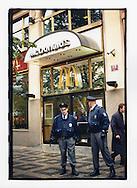 Manifestazioni contro il summit del Fondo Monetario Internazionale e della Banca Mondiale. Praga, settembre 2000. Attacco a McDonald's.