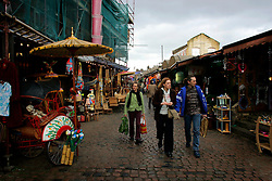 UK ENGLAND LONDON 1APR06 - Camden market on a weekend  bristling with shoppers and tourists...jre/Photo by Jiri Rezac..© Jiri Rezac 2006..Contact: +44 (0) 7050 110 417.Mobile:  +44 (0) 7801 337 683.Office:  +44 (0) 20 8968 9635..Email:   jiri@jirirezac.com.Web:    www.jirirezac.com..© All images Jiri Rezac 2006 - All rights reserved.