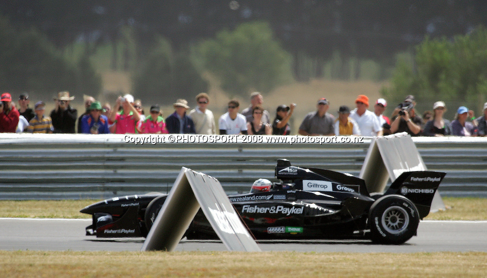 Team New Zealand's Jonny Reid comes to the end of the hot home straight leading the pack in the Sprint Race.<br /> A1GP Race Day. Taupo Motorsport Park, Taupo, New Zealand. Sunday, 20 January 2008. Photo: Dave Lintott/PHOTOSPORT