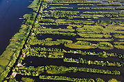 Nederland, Utrecht, Loosdrecht, 23-05-2011; trekgaten De Kievitsbuurt, recreatie en natuurgebied Loosdrechtse Plassen. Recreation area Loosdrechtse Plassen.  luchtfoto (toeslag), aerial photo (additional fee required).copyright foto/photo Siebe Swart