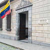 Fachada de la Casa Natal de Simon Bolivar, es el lugar donde nació el Libertador de Venezuela el 24 de julio de 1783. La casa esta ubicada entre las esquinas de San Jacinto a Traposos en la Parroquia Catedral de Caracas. Hoy es un museo que conserva algunas piezas originales de la casa y algunas prendas del Libertador. El 25 de julio de 2002 es declarada Monumento Nacional.