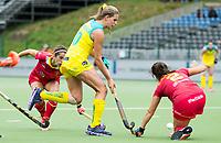 BRUSSEL - Madison Fitzpatrick (Aus.)  with Rocio GUTIERREZ (SPA)    during AUSTRALIA v SPAIN (4-1) , Fintro Hockey World League Semi-Final (women) . COPYRIGHT KOEN SUYK
