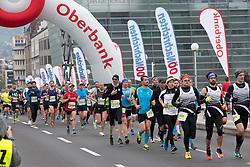 14.04.2019, Linz, AUT, Oberbank Linz Donau Marathon, am Sonntag, 14. April 2019, während des Linz Donau Marathon, in Linz, im Bild Das Feld der Läufer auf der Nibelungenbrücke // during the Oberbank Linz Donau Marathon in Linz, Austria on 2019/04/14. EXPA Pictures © 2019, PhotoCredit: EXPA/ Reinhard Eisenbauer