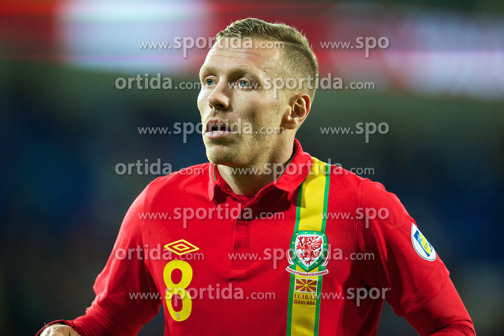 11.10.2013, City Stadion, Cardiff, WAL, FIFA WM Qualifikation, Wales vs Mazedonien, Gruppe A, im Bild Wales' Craig Bellamy in action against Macedonia during the FIFA World Cup Qualifier Group A Match between Wales and Macedonia at the City Stadium, Cardiff, Wales on 2013/10/11. EXPA Pictures © 2013, PhotoCredit: EXPA/ Propagandaphoto/ David Rawcliffe<br /> <br /> ***** ATTENTION - OUT OF ENG, GBR, UK *****