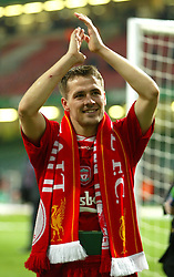 CARDIFF, WALES - Sunday, March 2, 2003: Liverpool's Michael Owen celebrates winning the League Cup after beating Manchester United 2-0 during the Football League Cup Final at the Millennium Stadium. (Pic by David Rawcliffe/Propaganda)