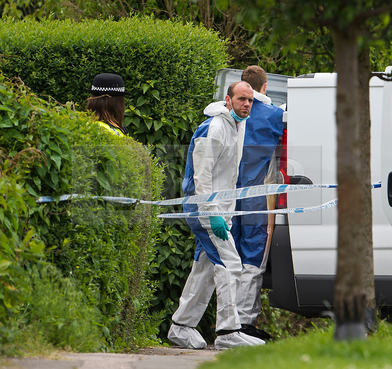 © London News Pictures. 24/05/2015. London, UK. Police and forensics at a property on Vicarage Road in Didcot, Oxfordshire,  the scene of a triple murder. Police are currently looking for 21 year old Jed Allen who is wanted in connection with the deaths of a man, a woman and a girl, found at a property in Oxfordshire.. Photo credit: Ben Cawthra/LNP