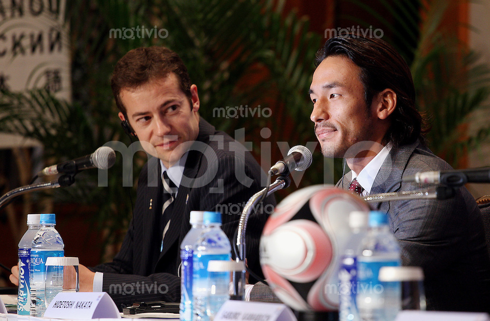 Fussball International FIFA Club WM Japan 2007     14.12.2007 Pressekonferenz mit Nicolas Maingot (li), Hidetoshi Nakata (re)