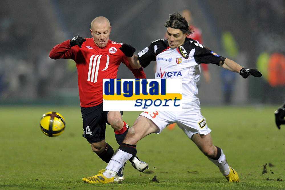 FOOTBALL - FRENCH CHAMPIONSHIP 2010/2011 - L1 - LILLE OSC v RC LENS - 29/01/2011 - PHOTO JEAN MARIE HERVIO / DPPI - NENAD KOVACEVIC (RCL) / FLORENT BALMONT (LOSC)
