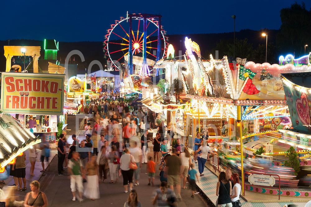Volksfest Wiesenmarkt, Dämmerung, Erbach, Odenwald, Naturpark Bergstraße-Odenwald, Hessen, Deutschland | Wiesenmarkt fair, dusk, Erbach, Odenwald, Hesse, Germany