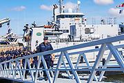 Koning Willem Alexander brengt enn werkbezoek aan de Mijnendienst en Duikgroep van de Koninklijke Marine in Den Helder.<br /> <br /> King Willem Alexander pays a working visit to the Mining Service and Diving Group of the Royal Netherlands Navy in Den Helder.