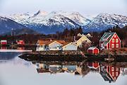 Evening mood at Nautøy, Herøy, Norway | Kveldsstemning på Nautøy, Herøy, Norge
