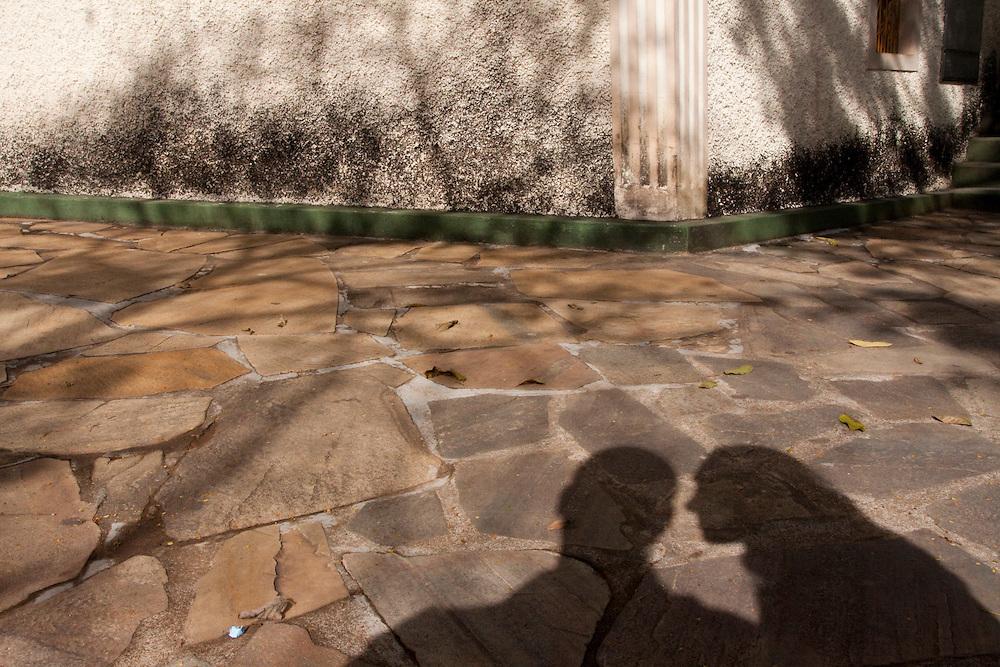 Cruzilia_MG, Brasil...Sombra de um casal na praca Capitao Maciel...The couple shadow on the Capitao Maciel square...Foto: MARCUS DESIMONI / NITRO