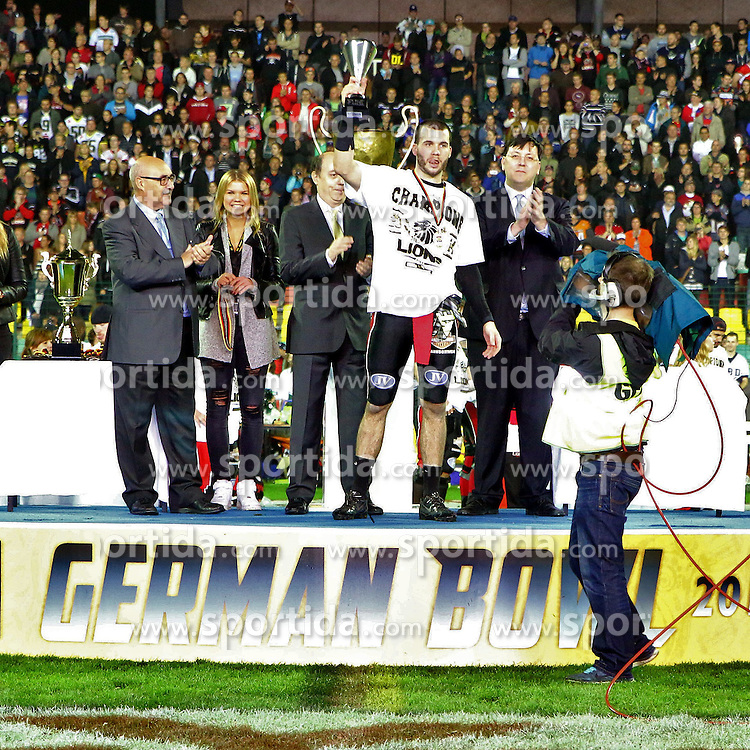 11.10.2014, Friedrich Ludwig Jahn Sportpark, Berlin, GER, SPO, German Bowl XXXVI, Schwaebisch Hall Unicorns vs 1. FFC Braunschweig, im Bild Spielmacher Casey Therriault (1. FFC Braunschweig) wurde zum besten Spieler des Finals gekuert // SPO during the German Bowl XXXVI between Schwaebisch Hall Unicorns and 1. FFC Braunschweig at the Friedrich Ludwig Jahn Sportpark in Berlin, Germany on 2014/10/11. EXPA Pictures &copy; 2014, PhotoCredit: EXPA/ Eibner-Pressefoto/ Hundt<br /> <br /> *****ATTENTION - OUT of GER*****