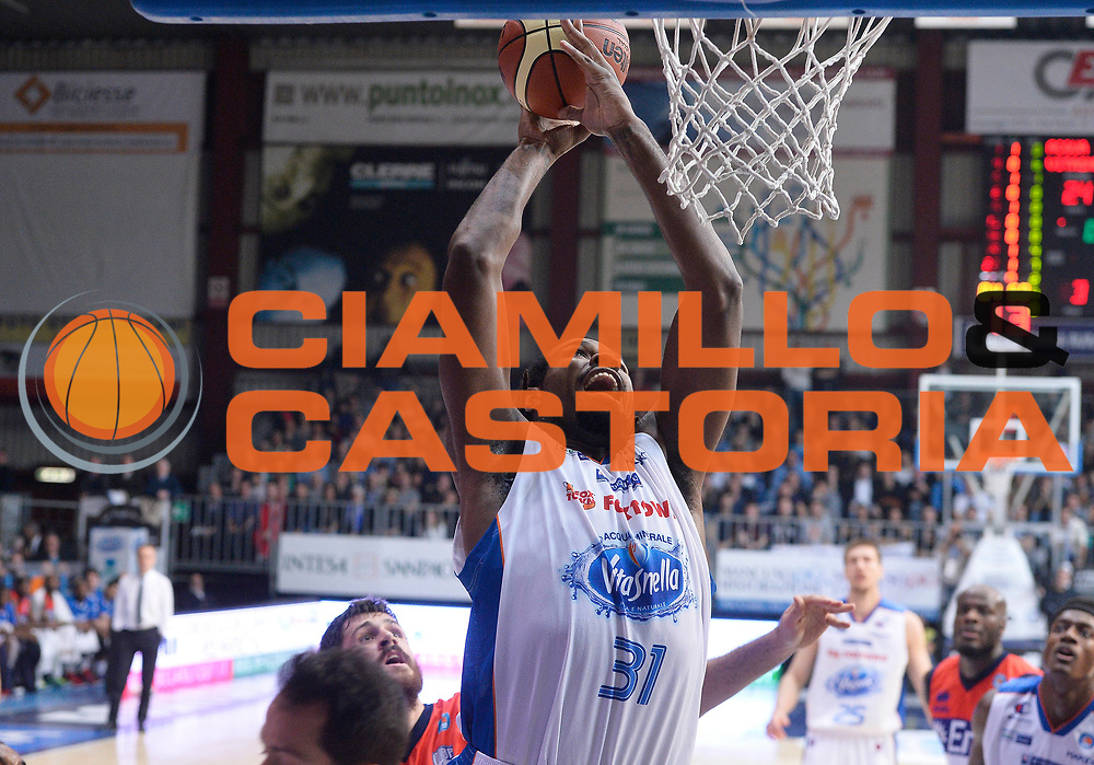 DESCRIZIONE : Cantu' Lega A 2014-2015 Acqua Vitasnella Cantu' Enel Brindisi<br /> GIOCATORE : Eric Williams<br /> CATEGORIA : schiacciata<br /> SQUADRA : Acqua Vitasnella Cantu'<br /> EVENTO : Campionato Lega A 2014-2015<br /> GARA : Acqua Vitasnella Cantu' Enel Brindisi<br /> DATA : 29/11/2014<br /> SPORT : Pallacanestro<br /> AUTORE : Agenzia Ciamillo-Castoria/R.Morgano<br /> GALLERIA : Lega Basket A 2014-2015<br /> FOTONOTIZIA : Cantu' Lega A 2014-2015 Acqua Vitasnella Cantu' Enel Brindisi<br /> PREDEFINITA :
