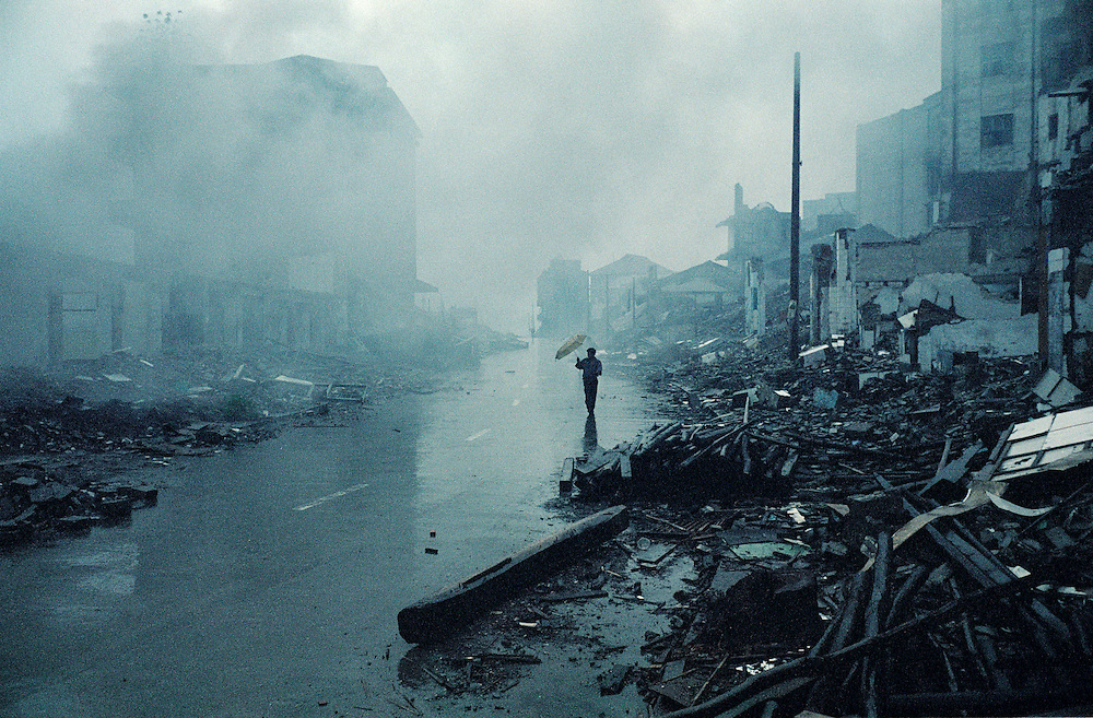 The destroyed old city in Wanzhou. Apart from a few remaining inhabitants most have already left. August 2002.