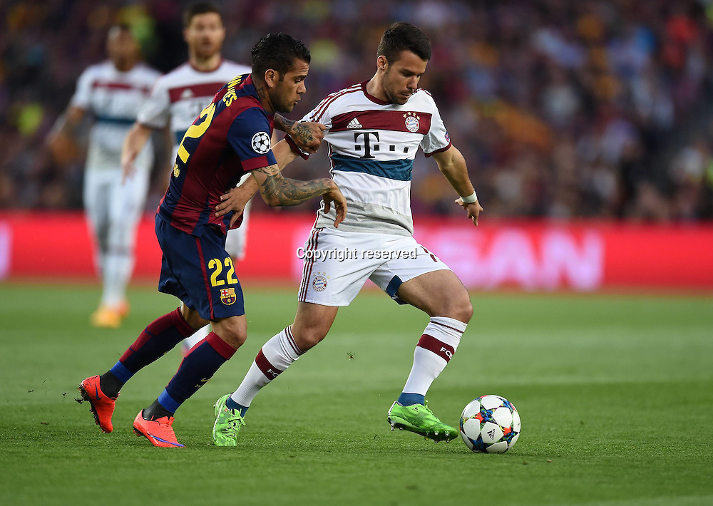 06.05.2015. Nou Camp, Barcelona, Spain, UEFA Champions League semi-final. Barcelona versus Bayern Munich.  Daniel Alves (Barca) tackles Juan Bernat (Bayern)
