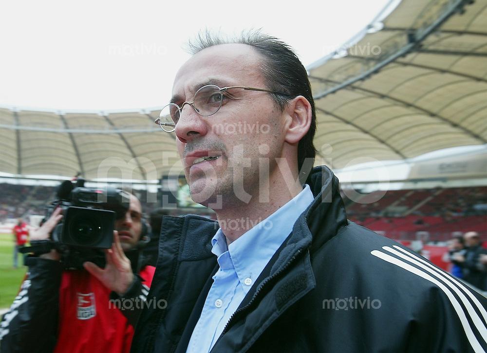 FUSSBALL 1. Bundesliga Saison 26 Spieltag 2002/2003  VfB Stuttgart 3-0 Bayer Leverkusen Bayer Sportdirektor Joergen Kohler
