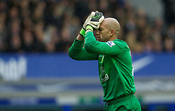 28.10.2012, Goodison Park, Liverpool, ENG, Premier League, FC Everton vs FC Liverpool, 9. Runde, im Bild Everton's goalkeeper Tim Howard looks dejected during the English Premier League 9th round match between Everton FC and Liverpool FC at the Goodison Park, Liverpool, Great Britain on 2012/10/28. EXPA Pictures © 2012, PhotoCredit: EXPA/ Propagandaphoto/ David Rawcliffe..***** ATTENTION - OUT OF ENG, GBR, UK *****