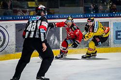 26.12.2017, Ice Rink, Znojmo, CZE, EBEL, HC Orli Znojmo vs Vienna Capitals, 32. Runde, im Bild v.l. Colton Jaret Yellow Horn (HC Orli Znojmo) McGregor Sharp (Vienna Capitals) // during the Erste Bank Icehockey League 32th round match between HC Orli Znojmo and Vienna Capitals at the Ice Rink in Znojmo, Czech Republic on 2017/12/26. EXPA Pictures © 2017, PhotoCredit: EXPA/ Rostislav Pfeffer