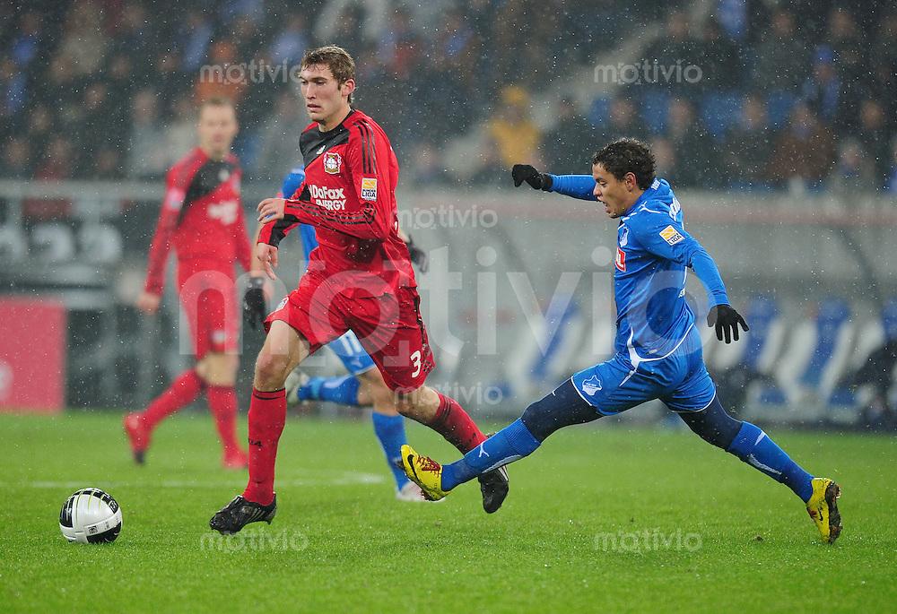 Fussball 1. Bundesliga   Saison   2009/2010  19. Spieltag  24.01.2010 1899 Hoffenheim -  Bayer Leverkusen Stenfan Reinartz (li, Bayer)  gegen  Carlos Eduardo (Hoffenheim)