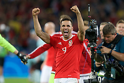 LILLE, FRANCE - Friday, July 1, 2016: Wales' Hal Robson-Kanu celebrates the 3-1 victory over Belgium at full time after the UEFA Euro 2016 Championship Quarter-Final match at the Stade Pierre Mauroy. (Pic by Paul Greenwood/Propaganda)