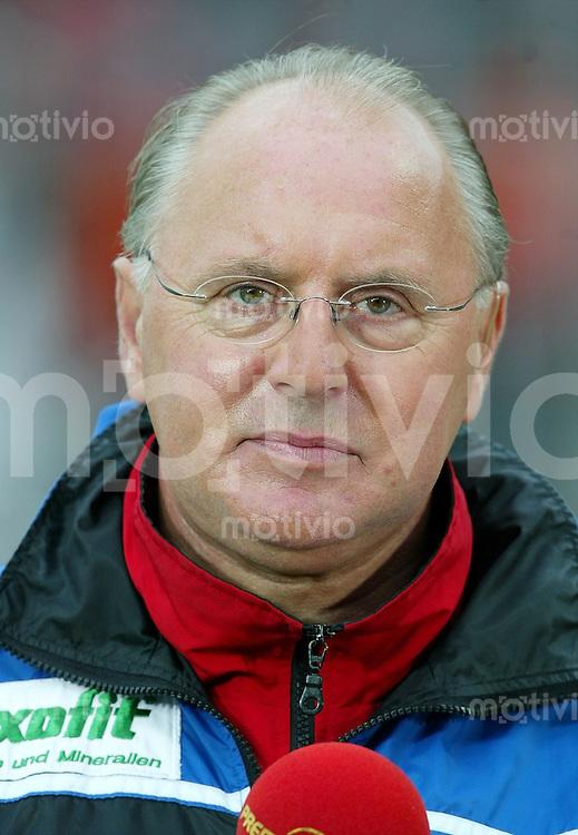 Fussball 2. Bundesliga Saison 2002/2003  Eintracht Frankfurt - SSV Reutlingen     Trainer Willi REIMANN