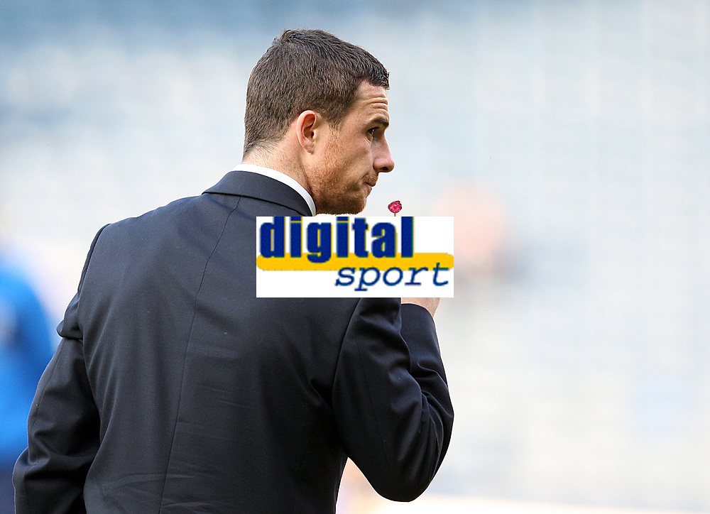 """Fotball<br /> Skottland v Island<br /> Foto: Colorsport/Digitalsport<br /> NORWAY ONLY<br /> <br /> Scotland v Iceland<br /> World Cup Qualifier<br /> Hampden Park / BT Stadium<br /> Glasgow<br /> 01.04.2009<br /> <br /> Shamed Scotland captain Barry Ferguson enjoys a """"lolly"""" as he walks over the Hampden turf prior to tonight game - from which he has been dropped to the bench for."""