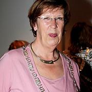 """NLD/Almere/20110624 - Expositie opening Ruud de Wild """"Moving"""" Galerie aan de Amstel, Burgemeester van Almere Annemarie jorritsma"""