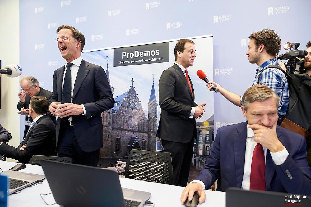 Den Haag , 6 februari 2017 - VVD Lijsttrekker Mark Rutte, PvdA Lijsttrekker Lodewijk Asscher en CDA Lijsttrekker Sybrands van Haersma Buma tijdens de lancering van de StemWijzer.<br /> Lijsttrekkers tijdens de presentatie van de StemWijzer voor de verkiezingen van 15 maart 2017 in perscentrum Nieuwspoort in Den Haag.<br /> Foto: Phil Nijhuis