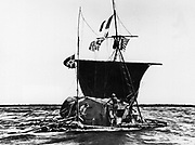 1947: Norwegian ethnologist Thor Heyerdahl (1914 - 2002) and his raft 'KonTiki' crossing the Pacific Ocean