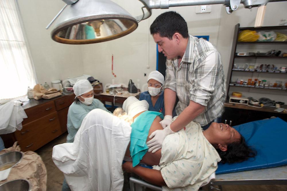 A childbirth on Santa Clotilde's Hospital. Peru