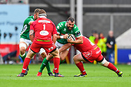 Robert Barbieri of Benetton Treviso is tackled by Samson Lee of Scarlets<br /> <br /> Photographer Craig Thomas/Replay Images<br /> <br /> Guinness PRO14 Round 3 - Scarlets v Benetton Treviso - Saturday 15th September 2018 - Parc Y Scarlets - Llanelli<br /> <br /> World Copyright &copy; Replay Images . All rights reserved. info@replayimages.co.uk - http://replayimages.co.uk