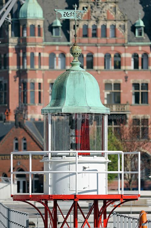 Leuchtturm vor St. Annen und dem Fleetschlösschen