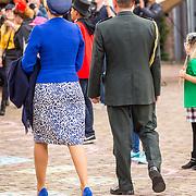 NLD/Tilburg/20170916 - Beatrix bij opening jubileum expositie 25 jaar museum De Pont, begeleiding