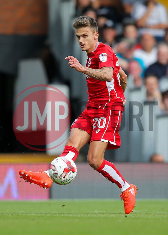 Jamie Paterson of Bristol City crosses providing the assist for Tammy Abraham to score and make it 0-1 - Rogan Thomson/JMP - 24/09/2016 - FOOTBALL - Craven Cottage Stadium - London, England - Fulham v Bristol City - Sky Bet EFL Championship.
