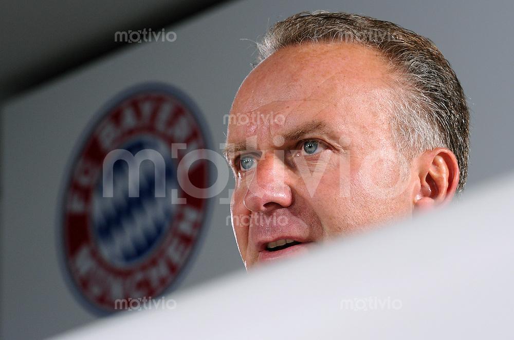 Fussball 1. Bundesliga:  Saison   2010/2011    Pressekonferenz  beim FC Bayern Muenchen 11.08.2010 Vorstandsvorsitzender Karl Heinz Rummenigge (FC Bayern Muenchen)