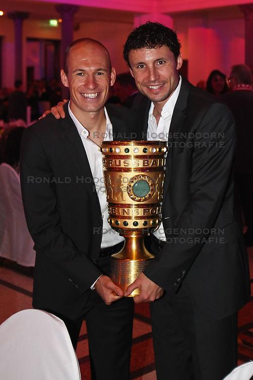 15-05-2010 VOETBAL: CHAMPIONSPARTY BAYERN MUNCHEN: BERLIN<br /> Mark van Bommel en Arjen Robben<br /> ©2010- FRH nph /  PO