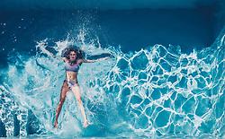 THEMENBILD - eine Jugendliche lässt sich in einem Swimmingpool an einem heissen Sommertag fallen, aufgenommen am 25. Juni 2019 in Kaprun, Österreich // a young girl lets herself fall in a swimming pool on a hot summer day, Kaprun, Austria on 2019/06/25. EXPA Pictures © 2019, PhotoCredit: EXPA/ JFK