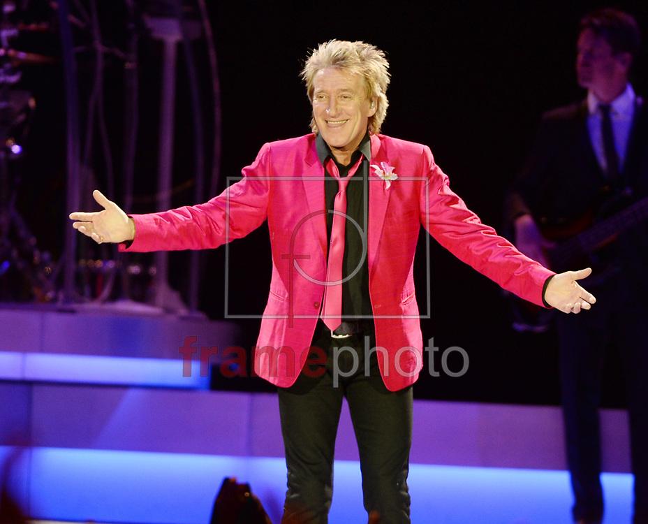 *BRAZIL ONLY *ATENÇÃO EDITOR, IMAGEM EMBARGADA PARA VEÍCULOS INTERNACIONAIS* wenn20684290 - Londres, Inglaterra -  20//09/2013 - Rod Stewart se apresenta na O2 Arena, em Londres, na noite de sexta para sábado (21/09). Foto: Wenn/Frame