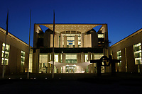 24 MAR 2003, BERLIN/GERMANY:<br /> Bundeskanzleramt, Ostseite bei Sonnenuntergang<br /> Chancellory, seat of the Federal Chancellor of Germany, at sunset<br /> IMAGE: 20030324-04-012<br /> KEYWORDS: Kanzleramt