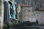 Karlovy Vary (Karlsbad)/Tschechische Republik, CZE, 14.12.06: Grabst&auml;tte mit einer Engelskulptur und Deutscher Inschrift auf dem Hauptfriedhof in Drahovice, Karlovy Vary (Karlsbad).<br /> <br />  Karlovy Vary (Karlsbad)/Czech Republic, CZE, 14.12.06: Statue of an angel and German language inscription decorating one of the family graves on the Central Cemetery in Drahovice, Karlovy Vary (Karlsbad).