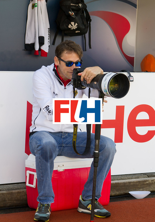 AUCKLAND - Sentinel Hockey World League final women<br /> Match id: 10303<br /> 13 GER v KOR (QF) 3-3<br /> Korea in to semi after shoot out.<br /> Foto:  Xavier RECKINGER Head Coach with my camera.<br /> WORLDSPORTPICS COPYRIGHT FRANK UIJLENBROEK