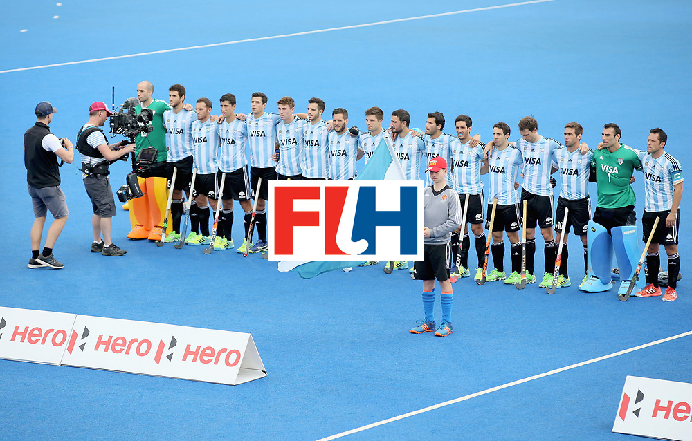 LONDON, ENGLAND - JUNE 25: Argentina players line up prior to the final match between Argentina and the Netherlands day nine of the Hero Hockey World League Semi-Final at Lee Valley Hockey and Tennis Centre on June 25, 2017 in London, England. (Photo by Steve Bardens/Getty Images)