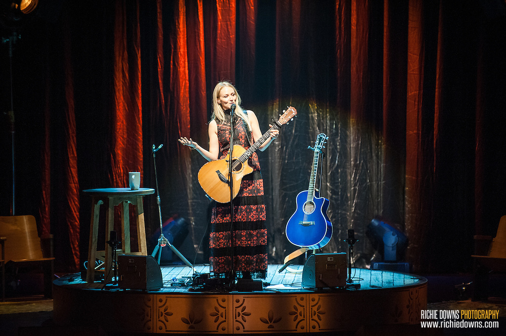Jewel performs at Lincoln Theater in Washington, DC (Photo by Richie Downs).