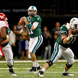 November 10, 2011; New Orleans, LA, USA; Tulane Green Wave quarterback Ryan Griffin (11) against the Houston Cougars during the first quarter at the Mercedes-Benz Superdome.  Mandatory Credit: Derick E. Hingle-US PRESSWIRE
