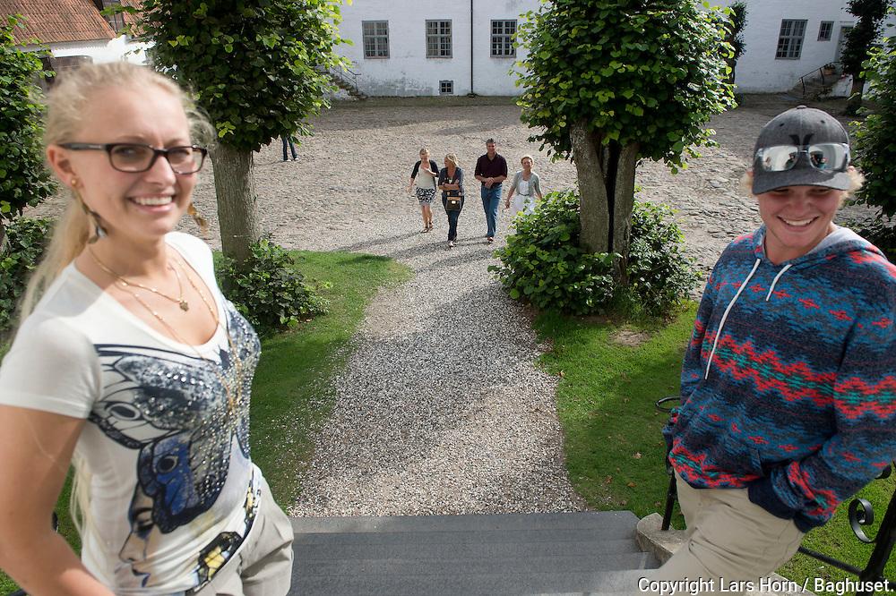 Børglum Kloster. Bret, Lisa og Nikolaj Job Nikolaj Horn.Benedikte, Anne Marie og Anne Rottbøll.Foto: © Lars Horn / Baghuset. .Date : 21.08.12