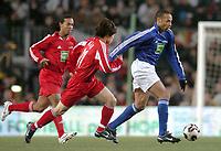 Fotball<br /> Veldedighetskamp for ofrene etter tsunamien i Asia<br /> Football for hope<br /> 15. februar 2005<br /> Nou Camp - Barcelona<br /> Foto: Digitalsport<br /> NORWAY ONLY<br /> THIERRY HENRY (CHE) / JI SUNG PARK / RONALDINHO (RON