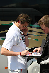 25.05.2010, Airport Salzburg, Salzburg, AUT, WM Vorbereitung, Serbien Ankunft im Bild Ivica Dragutinovic mit Fan, Nationalteam Serbien, EXPA Pictures © 2010, PhotoCredit EXPA R. Hackl / SPORTIDA PHOTO AGENCY